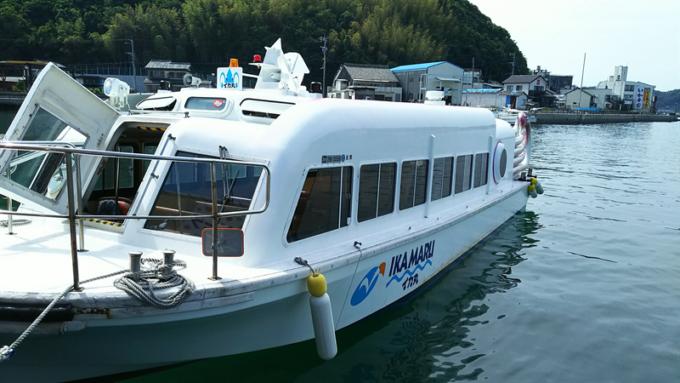 マリンパル呼子の遊覧船イカの形をした船「イカ丸」