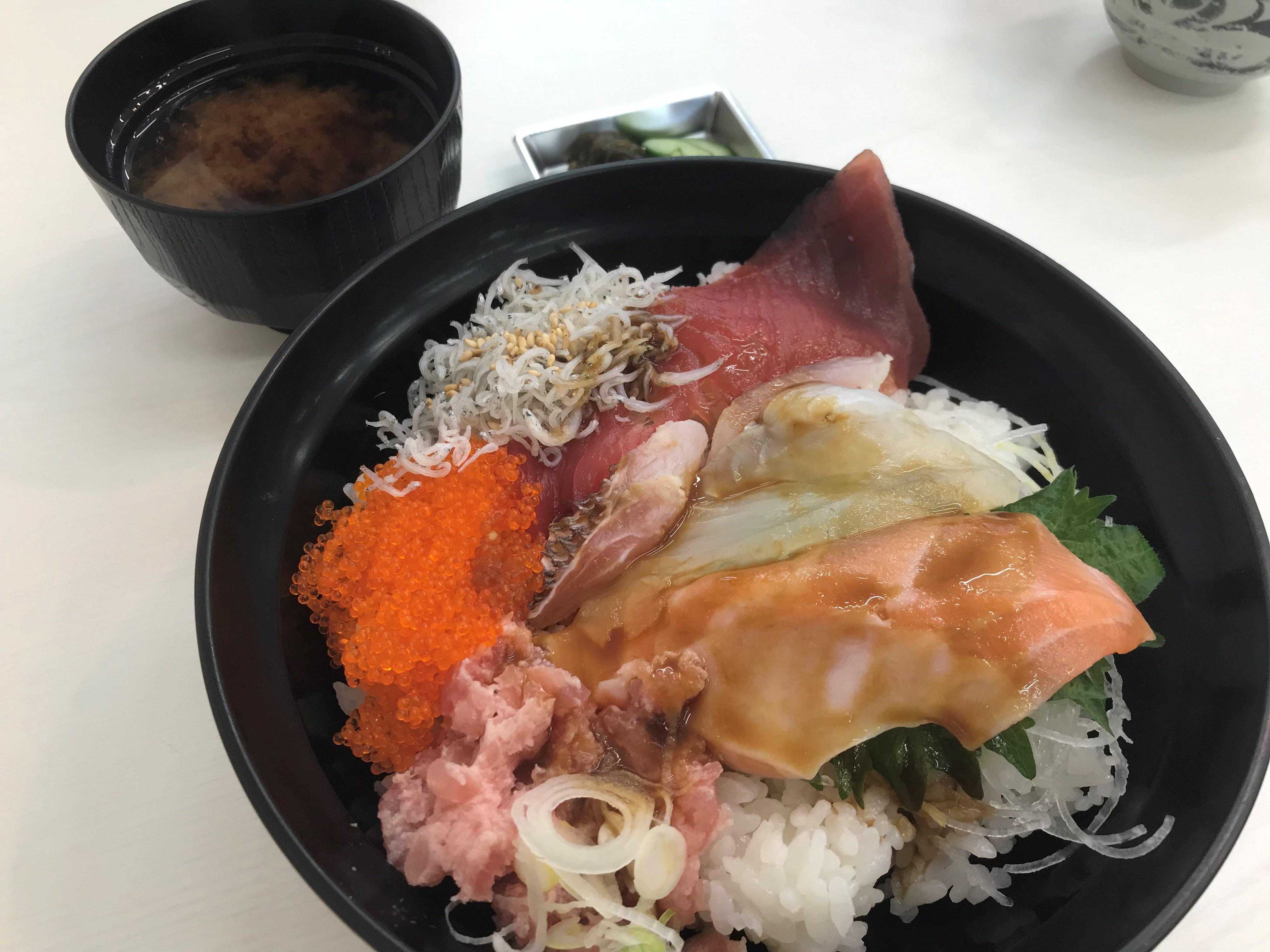 竹島ファンタジー館海鮮まんぷく丼