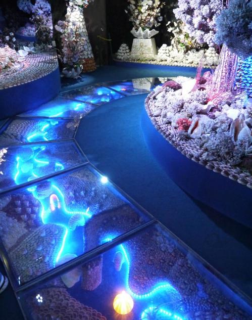 竹島ファンタジー館の館内の床も綺麗