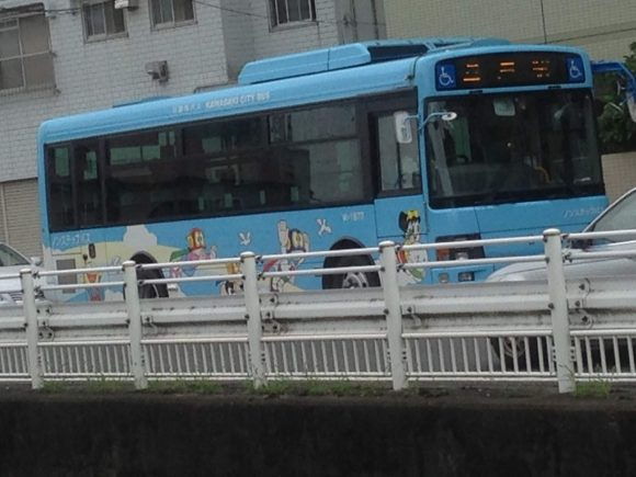 藤子・F・不二雄ミュージアム パーマンのラッピングバス