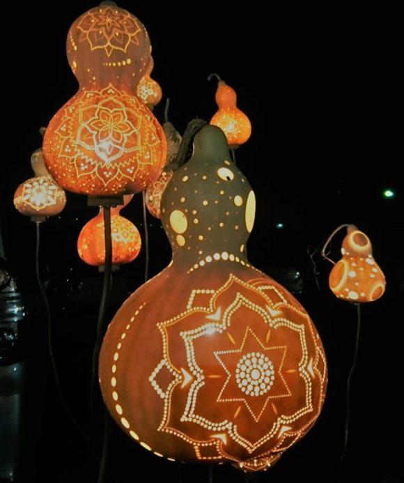 大磯市の夜市のひょうたんランプ